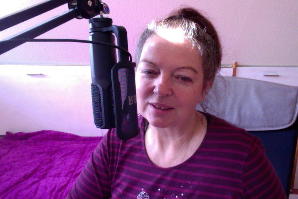 Bei Podcast Aufnahme geht mit ein Licht auf